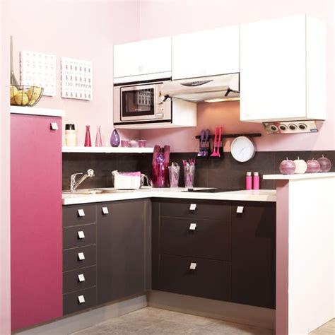cuisine design petit espace une cuisine et féminine spéciale petits espaces