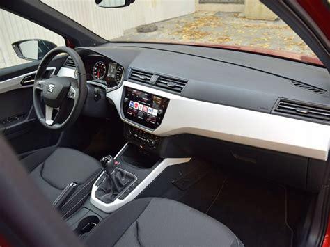 seat arona interieur en images seat arona et renault captur renault captur tce 120 initiale moteur challenges