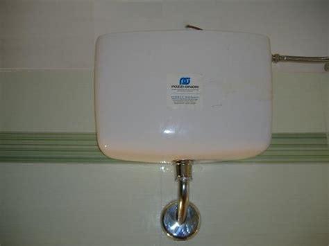sciacquone a cassetta cassetta scaricatrice o sciacquone bagno installazione