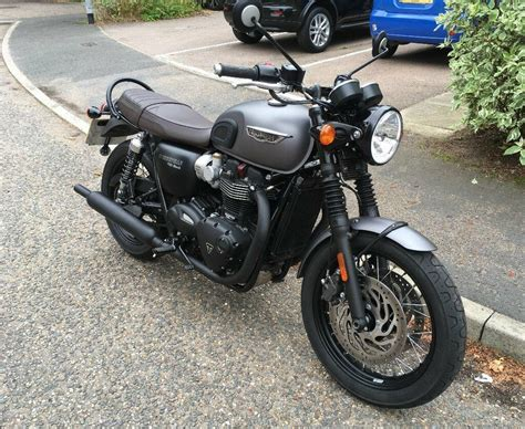 Triumph Bonneville T120 Modification by Triumph Bonneville Motorcycle 2016 T120 Black Grey Paint
