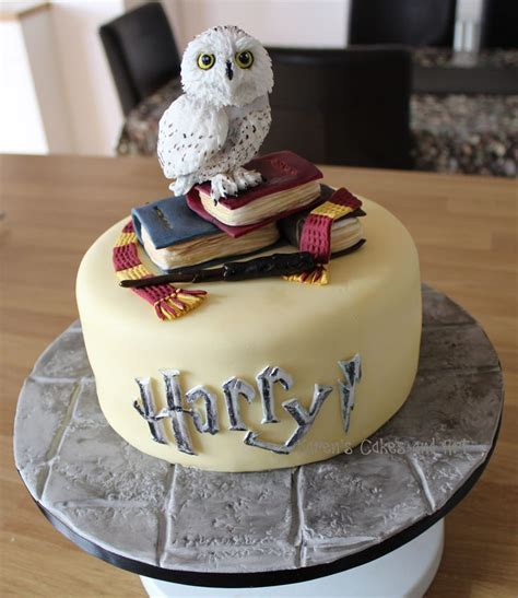 681 best images about Harry Potter Cakes on Pinterest   Golden snitch, Birthday cakes and Harry
