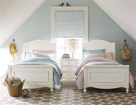 chelsea sleigh twin bed  turned feet  legacy classic