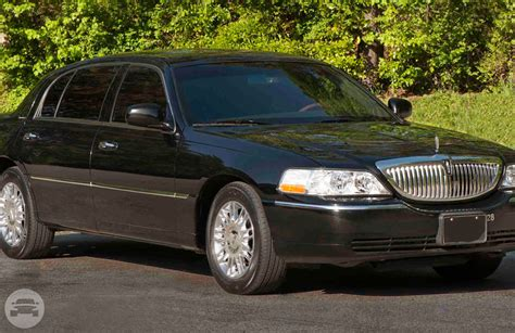 Airline Limousine by Lincoln Town Car Luxury Sedan Airline Limousine Service