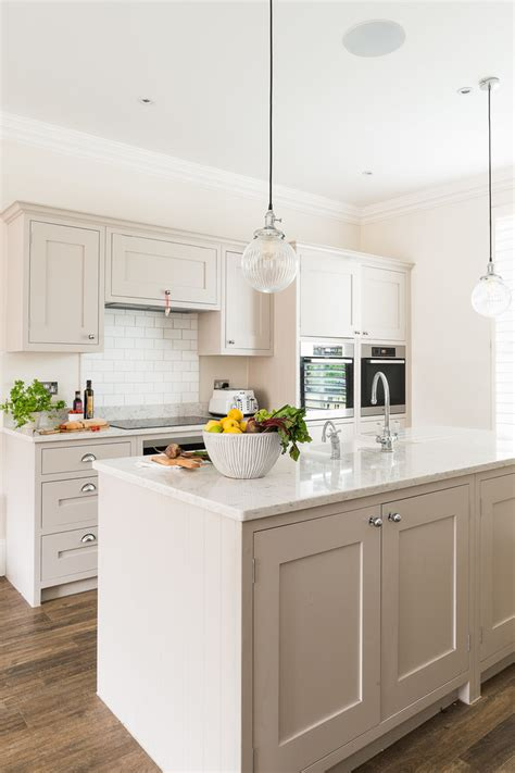beautiful traditional kitchen designs   timeless