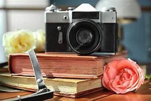 Appareil Photo Vintage : appareil photo vintage et belles roses sur les albums ~ Farleysfitness.com Idées de Décoration