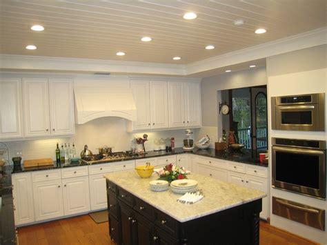 cuisine aménagé cuisine amenagement cuisine petit espace avec violet
