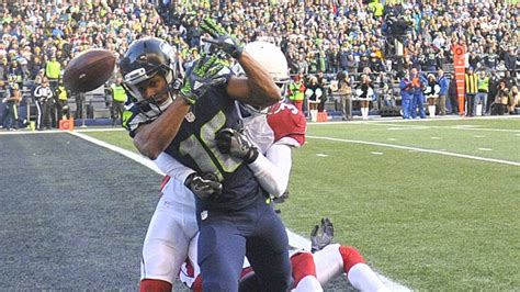 seahawks wr tyler lockett suffers broken leg  cardinals