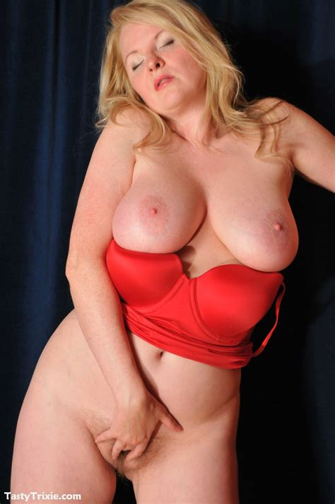 Tasty Trixie Red Power Slip Curvy Blonde Cougar In Tight