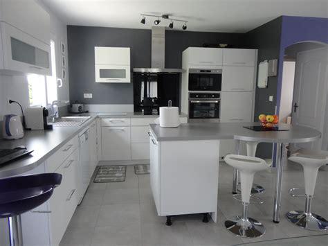 cuisine gris et blanc cuisine moderne grise et blanche galerie et cuisine