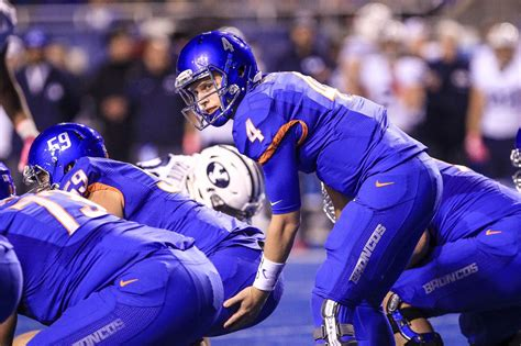 Boise State Broncos upset by Wyoming Cowboys on safety ...