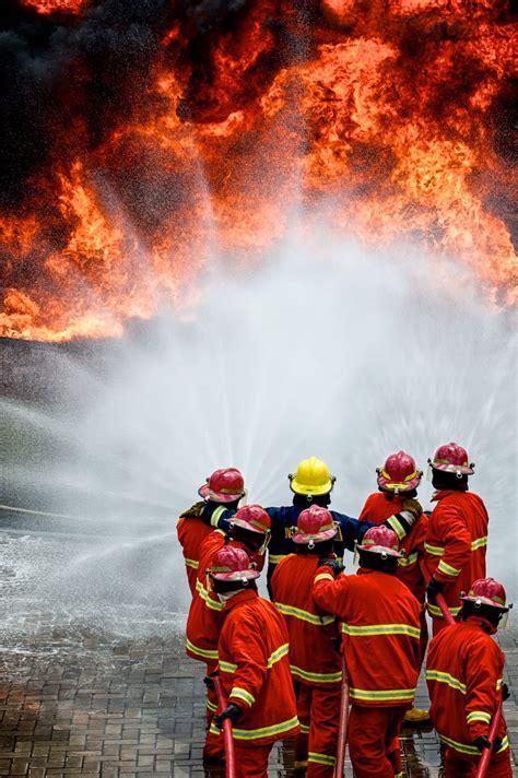 offshore emergency response team member