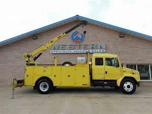 Freightliner Crane Truck  2002    Utility    Service Trucks