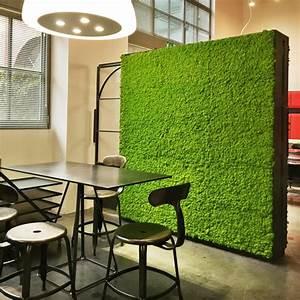 Mur Végétal En Palette : elegant mur vgtal palette panneau carr avec de la mousse verte qui sert comme sparateur d with ~ Melissatoandfro.com Idées de Décoration