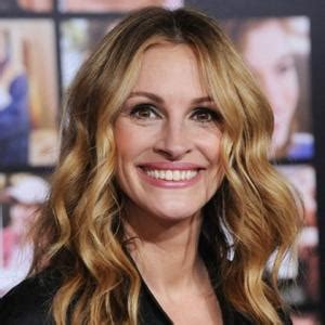 how old is actress julia roberts julia roberts too old for comedy contactmusic