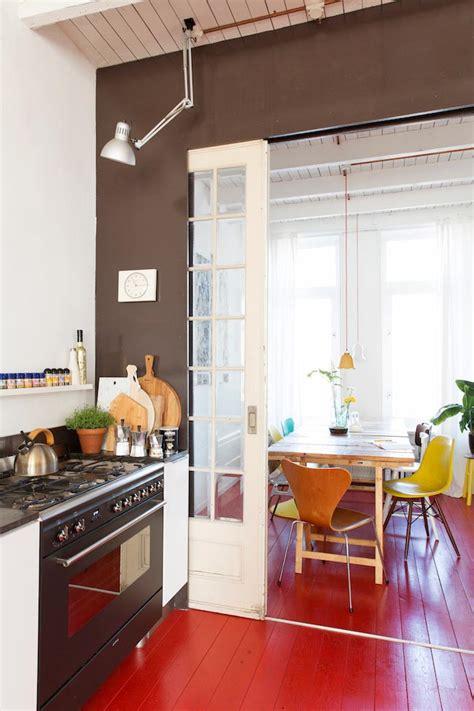 ideas  vestir tu cocina de rojo de suelo  techo red