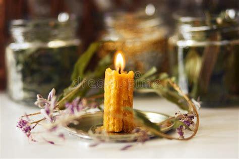 candela bruciata composizione in natale con una candela bruciante immagine