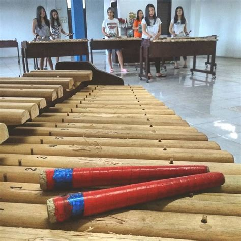 Di indonesia kolintang terkenal sebagai alat musik perkusi. Diusulkan Jadi Warisan Budaya Dunia, Inilah Keunikan Kolintang