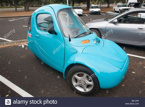 Vehicle With Three Wheels by A One Person Electric Vehicle With Three Wheels Sparrow