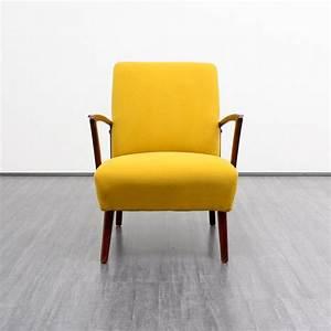 photo de fauteuil jaune avec accoudoirs bois photos de With tapis jaune avec canapé 3 places fauteuil