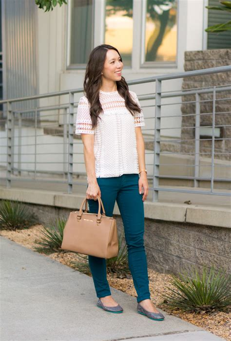 Outfit Inspiration 4 Easy Thanksgiving Outfit Ideas - Petite Style Script