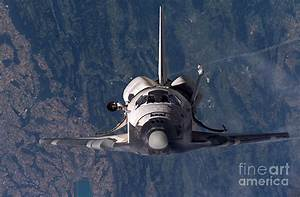 Space Shuttle Discovery Photograph by Nasa