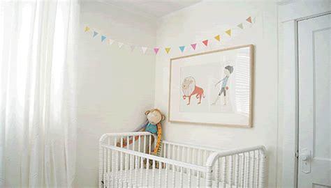guirlande chambre bebe une guirlande colorée pour la chambre bébé