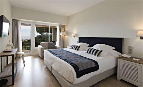chambre avec vue chambre avec terrasse vue sur les jardins hotel