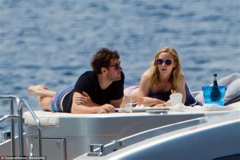 Emily Boat by Emily Blunt And Krasinski Enjoy Boat Day In Italy