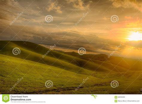 camino toscano un camino de tierra en toscana imagen de archivo imagen