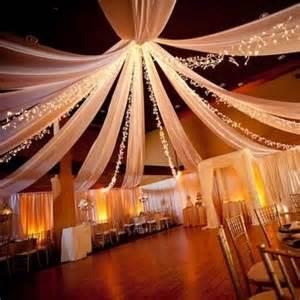 housse de chaise mariage pas cher 1000 idées sur le thème chaise de mariage décorations sur chaises de mariage