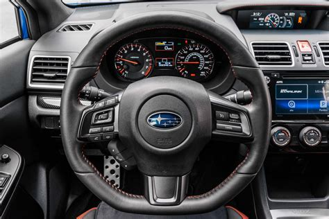 subaru wrx steering wheel motor trend en espanol