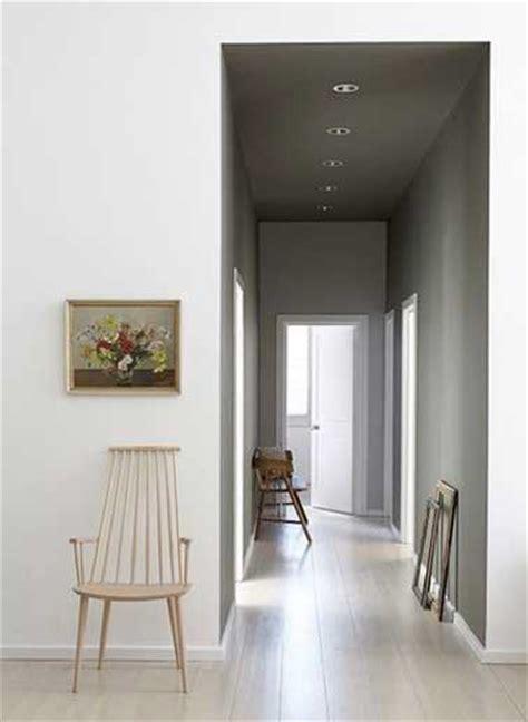 d 233 co de couloir peinture gris perle et parquet clair
