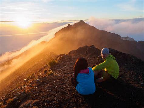mendaki puncak tertinggi pulau bali wira nurmansyah