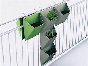 Vertikaler Garten Kaufen : balkongarten ideen f r kleine nutzg rten terrasse und balkon kr utergarten balkon ~ Watch28wear.com Haus und Dekorationen