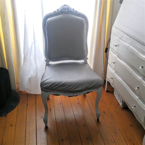tapisser un fauteuil voltaire comment tapisser un fauteuil missglamazone