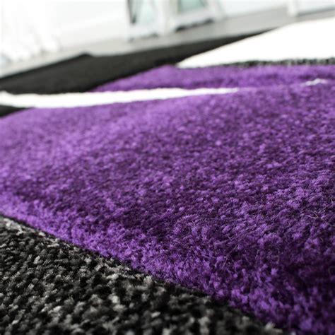 designer teppich mit konturenschnitt trend teppich modern kariert lila schwarz grau teppiche