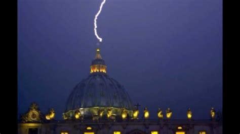 visitare la cupola di san pietro il papa si dimette un fulmine colpisce la cupola di san