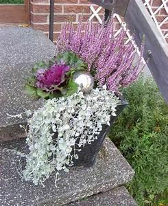Blumenkübel Bepflanzen Sommer : silberne kugel im blumenk bel gartenideen ~ Eleganceandgraceweddings.com Haus und Dekorationen