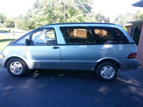 sell   toyota previa le mini passenger van  door