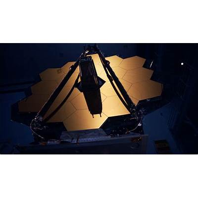 Why NASA blurred out a James Webb Space Telescope mirror