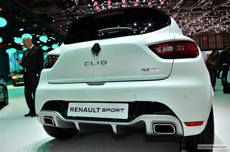 siege clio 3 rs renault shows three models at 2015 goodwood moving motor