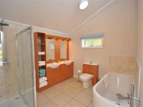 Rascarrel Bay Lodge 2 Scotland Bathroom