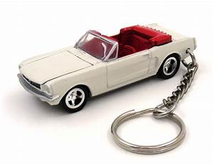 Custom Keychain James Bond 007 Goldfinger Ford Mustang Convertible Key Ring Fob