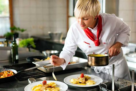 chef de cuisine st louis what does a chef do how to become a chef and