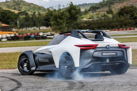 Nissan Bladeglider Drive 2018 Pictures Auto Express