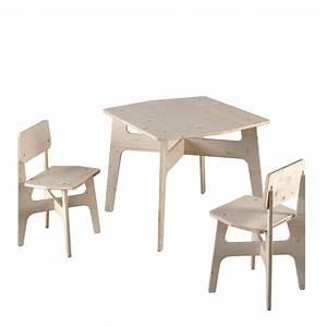 Chaise Bois Enfant : salon de jardin enfant en bois krok 1 table 2 chaises pour faire comme les grands ~ Teatrodelosmanantiales.com Idées de Décoration