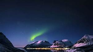 mc73-wallpaper-aurora-filled-night-sky-star - Papers co