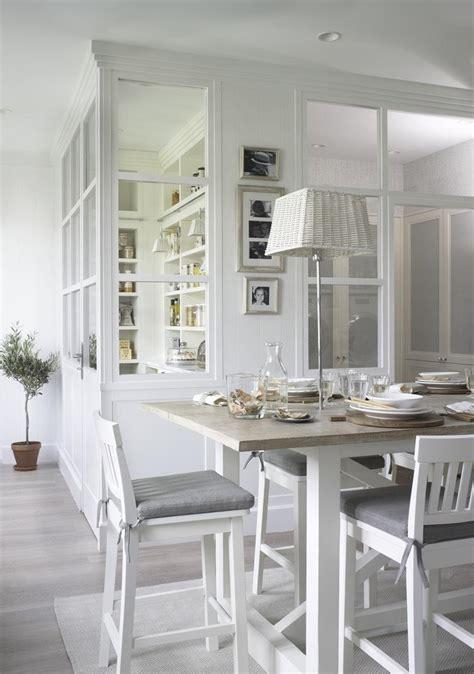 cloison cuisine professionnelle cuisine avec verrière pour cloisonner l espace avec style