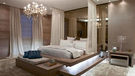 Fascinating Bedrooms With Extravagant Chandeliers
