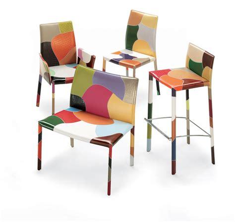 chaise de cuisine avec accoudoir chaise blanche de cuisine dcoration cuisine blanc ilot